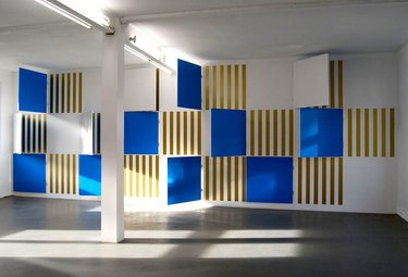 Daniel Buren, Open or/and Close goldenstripes and wooden blue boards situated in situ, 2008