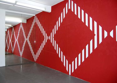 Daniel Buren, Infinite mirror and shapes on painted wall situated in situ, 2008